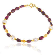 Bohemian garnet bracelet with Herkimer Diamond Quartz and Pearl  – Length 20.5 cm, 14kt gold clasp