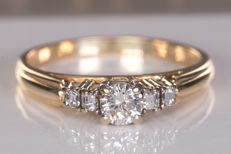 0.35 Ct fine diamond ring - Size: 50 - No Reserve price!