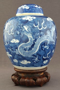 Ginger jar with dragon decoration - China - end 19th century