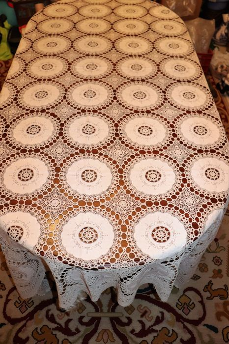 Banquet tablecloth (2, 70mX 1.80 m) embroidered crochet in cream colour with fine thread - Portugal - 50s/60s
