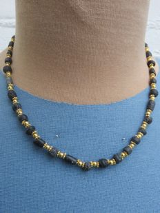 Roman Empire - Roman black glass necklace with old gold-plated beads - 50 cm