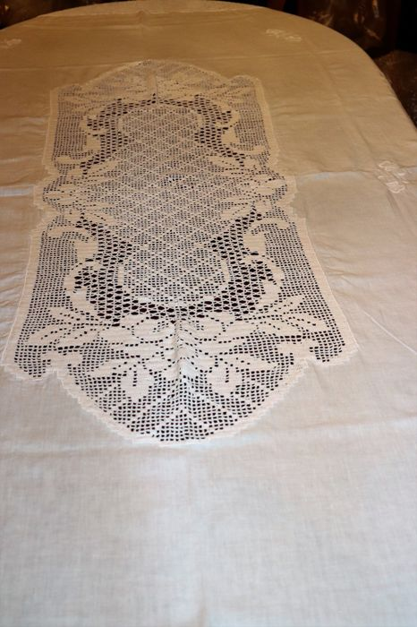 Six Pretty Vintage Hand Embroidered Pure Linen Doilies Antiques