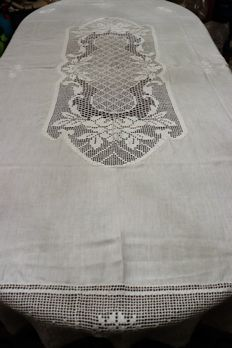 Magnificent vintage linen towel! Needle lace in crochet, embroidered, (Portugal)