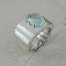5.70cts Aquamarine Massive 25.35gs Silver Ring Design with 14kt Gold Prongs