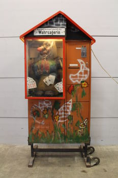 Fortune teller cabinet from German amusement park with card issuance