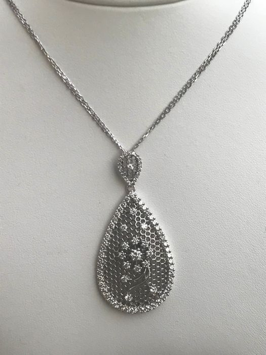 Necklace with 18 kt white gold pendant and diamonds of 1.78 ct - 48 cm