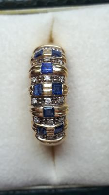 Yellow gold ring with brilliant cut diamonds and princess cut sapphires