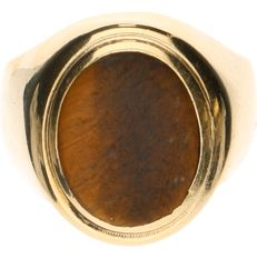 14 kt yellow gold signet ring set with tiger's eye - Ring size: 18 mm