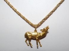 Cord-style Necklace in 18 kt Gold with faceted gold doe-shaped pendant. 60 cm 19.50 g