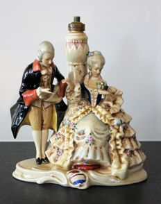 Group in polychrome porcelain - Courteous scene - Mounted on a lamp - Porzellanfabrik Unger, Schneider & Cie