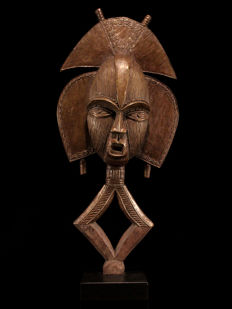 Large KOTA Guardian Figure on a Base - Gabon