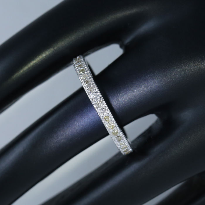 14 kt/585 White Gold Diamond Eternity band ring – 0.71 ct  - 14kt gold – Ring size 17 / 54