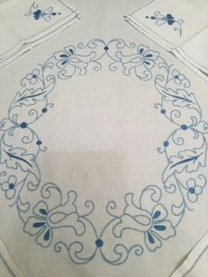 Tablecloth and six large napkins with blue embroideries. Made entirely by hand