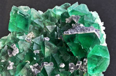 Octahedral intense green Fluorite and globular Fluorite - 8.9 X 7.8 X 3.5 cm - 324 gm