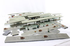 Kibri H0 - Set with many platforms stations with lighting