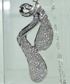 18 kt white gold necklace and pendant set with 240 diamonds, approx. 4.20 ct *** NO RESERVE PRICE ***