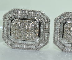 Impressive earrings in 18 kt white gold set with 354 diamonds of approx. 6 ct *** NO RESERVE PRICE ***