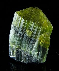 Terminated Tourmaline crystal with unusual shape- Green Cap - 2,4 x 1,7 x 1.4 cm - 8,39 gm/41,90 ct