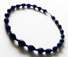 Necklace in faceted sapphires and polished sapphires - 14 kt gold clasp - 500 ct - 59.5 cm