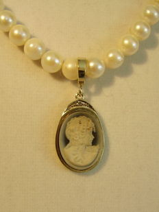 Genuine white akoya pearl chain with gold pendant with engraved cameo with diamond