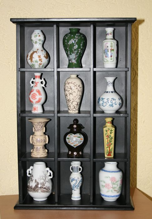 Franklin Mint - the treasures of the Chinese Imperial dynasties - 12 porcelain miniature vases - limited edition