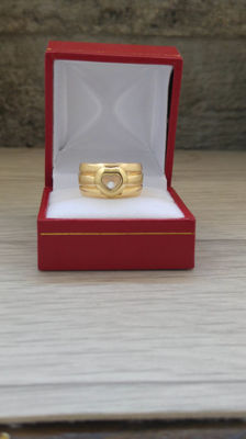 Ring inspired by the Chopard 'Happy DIamond' collection, 18 kt/750 gold with hallmark and 1 diamond of .1 ct - size 53, unsigned