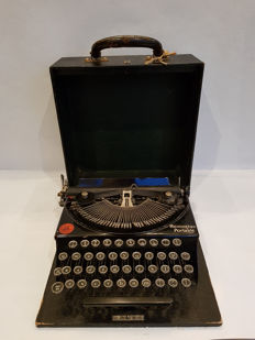 Extreme rare - early Remington Portable Typewriter - Model 1  - in original box incl. handle, lock and key - 1920 / 1925  -  United States of America,