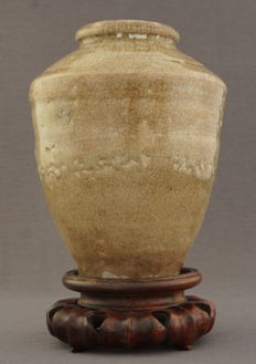 Celadon storage pot - China - 17th century