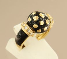 18 kt yellow gold vintage ring with black enamel and 10 brilliant cut diamonds in total approx. 0.15 ct.