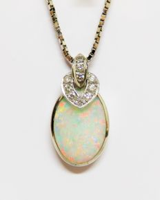 760 white gold pendant with 10 diamonds totalling 0.15 ct & natural solid opal 1.50 ct (Brazil) & 750 white gold chain