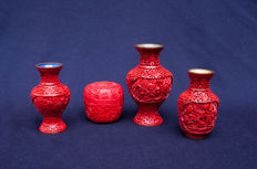Carved cinnabar red lacquered collection (3 Vases, box) - China - late 20th century