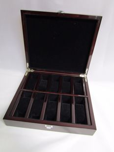Watch box - Bordeaux Red Piano Varnish - Room for 10 wristwatches - New