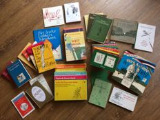 Peter van Straaten; Lot with 41 books (one of which is signed!) and a set of Christmas cards - 1970 / 2015