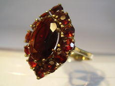 Large gold ring with garnets in marquise shape totalling 8 ct
