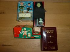 Japan / France / Germany - Several dimensions - Lot with 4 tin mechanical piggy banks, 1960s/80s