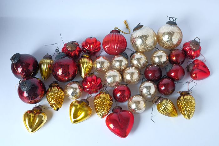 heavy thick glass christmas baublesornaments with metal suspension frame