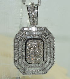 Necklace and pendant in 18 kt white gold set with 424 diamonds totalling around 7.20 ct *** NO RESERVE PRICE ***