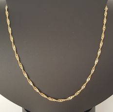 18 kt - Singapore-type yellow gold necklace - Length: 60 cm - Weight: 8.2 g