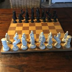 Roman black/white chess set, including 2 sided board