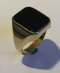 14 kt gold men's ring with octagon onyx stone, size 19