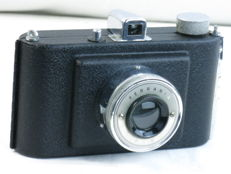 FERRANIA BETA, eye-level camera for 4x5cm on 127 film. Ca. 1948