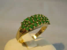 14 kt gold ring with gleaming emeralds totalling 1 ct