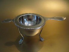 C.F. Heise - Art Nouveau silver tea strainer and drip tray