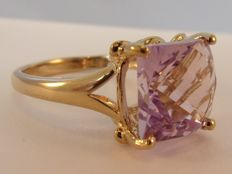9 kt yellow gold ring with facetted cut amethyst (6.00 ct)