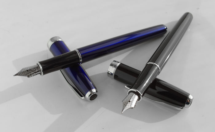 Parker: 2 luxury Sonnet fountain pens gloss black and shine blue with chrome accents, with Parker gift box (P106 (2))