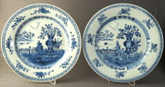 Plates with decoration of lavishly filled vases on a rock - China - 18th century