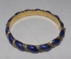 Twisted oval bracelet in 18 kt gold and blue enamel.
