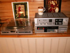 Great Japanese top set: Amplifier; ONKYO A-22, Turntable; SANSUI FR-D25 and Tape Deck D 290