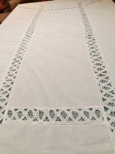 Italian manufacture. Gorgeous pure cotton tablecloth with embroidery and inlays. Size 200 x 145 cm.