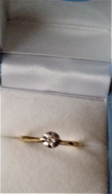 Vintage 9 ct Gold & Diamond  (0.20 CT) Set Ring